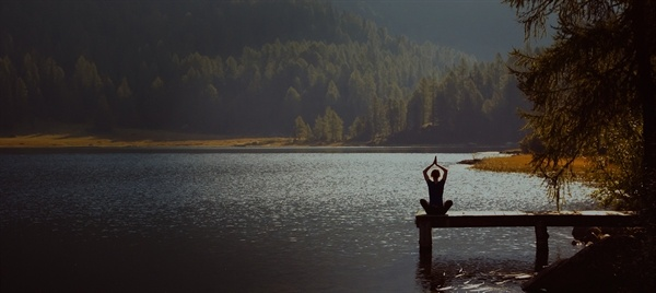 woman_yoga_dock_lake